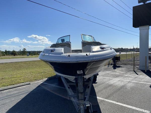 2005 Sea Ray boat for sale, model of the boat is 270 Sundeck & Image # 4 of 9
