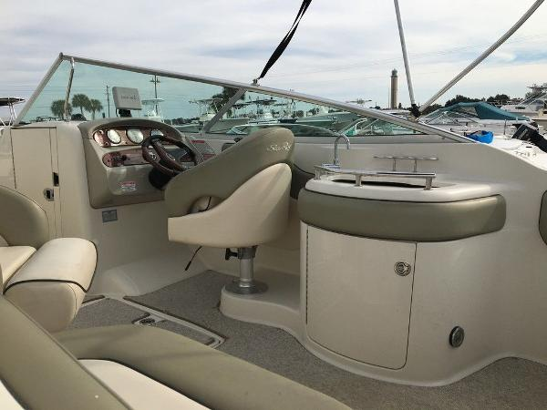 2005 Sea Ray boat for sale, model of the boat is 270 Sundeck & Image # 6 of 9