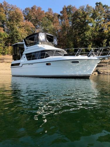1989 Carver 38 Motor Yacht with aft cabin thumbnail