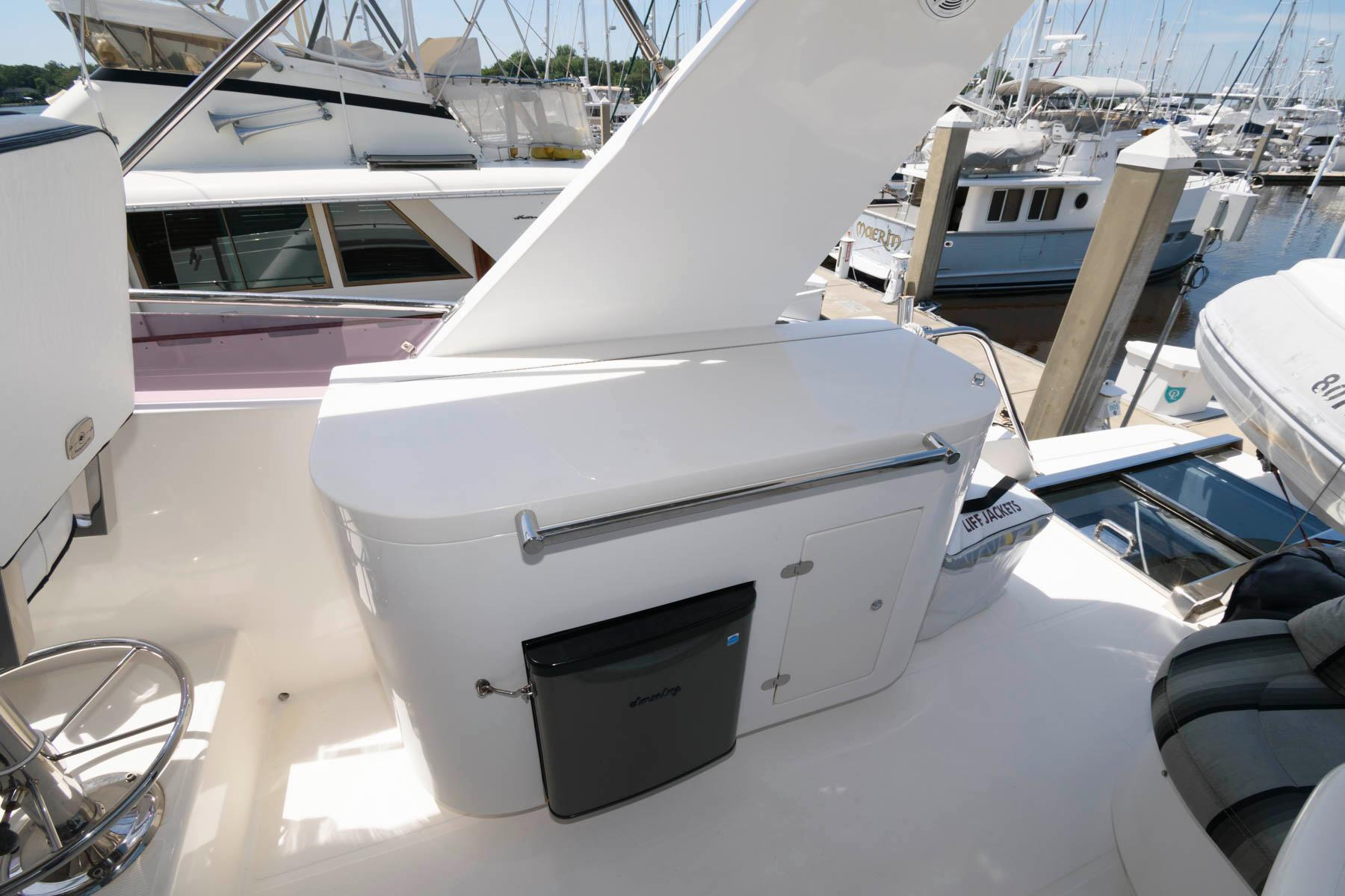 F 6101 SK Knot 10 Yacht Sales