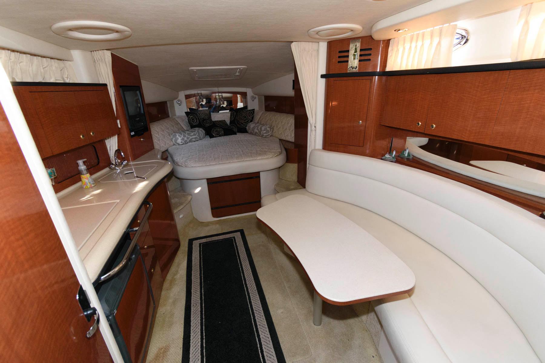M 5696 WT Knot 10 Yacht Sales