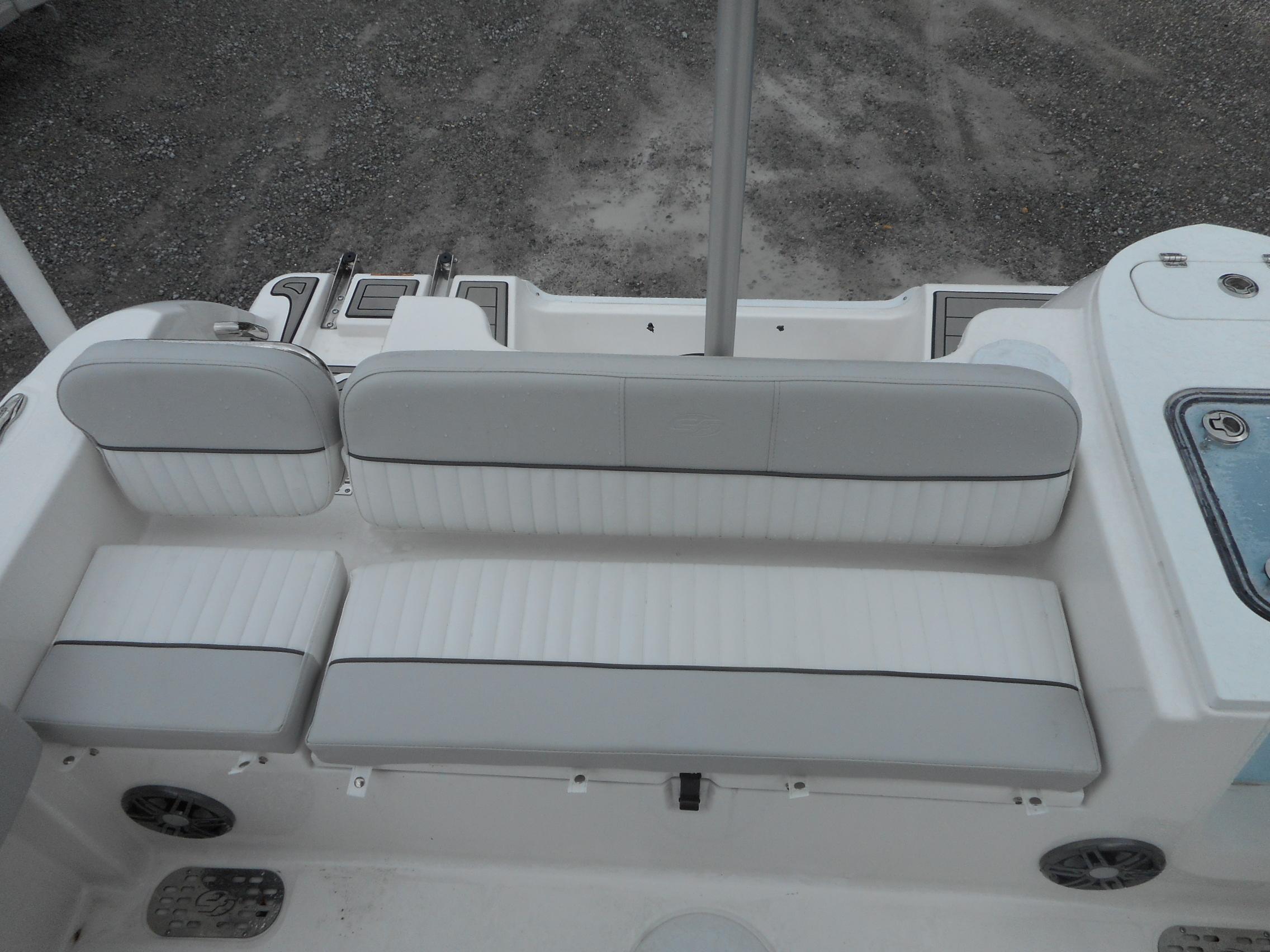 New  2021 22.33' Sea Fox 228 Commander Center Console in Slidell, Louisiana