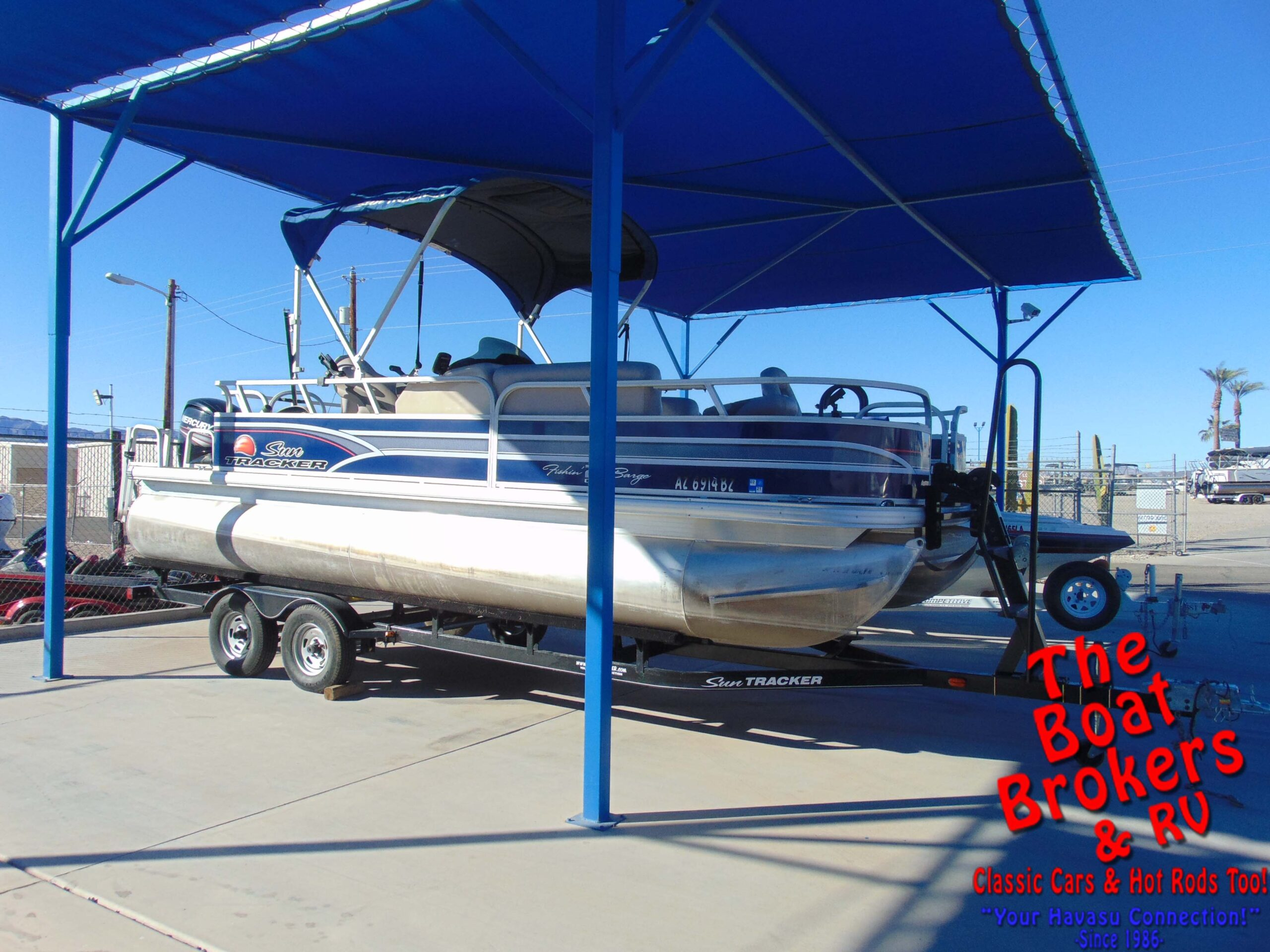 2015 Sun Tracker 20 DLX Fishing Barge