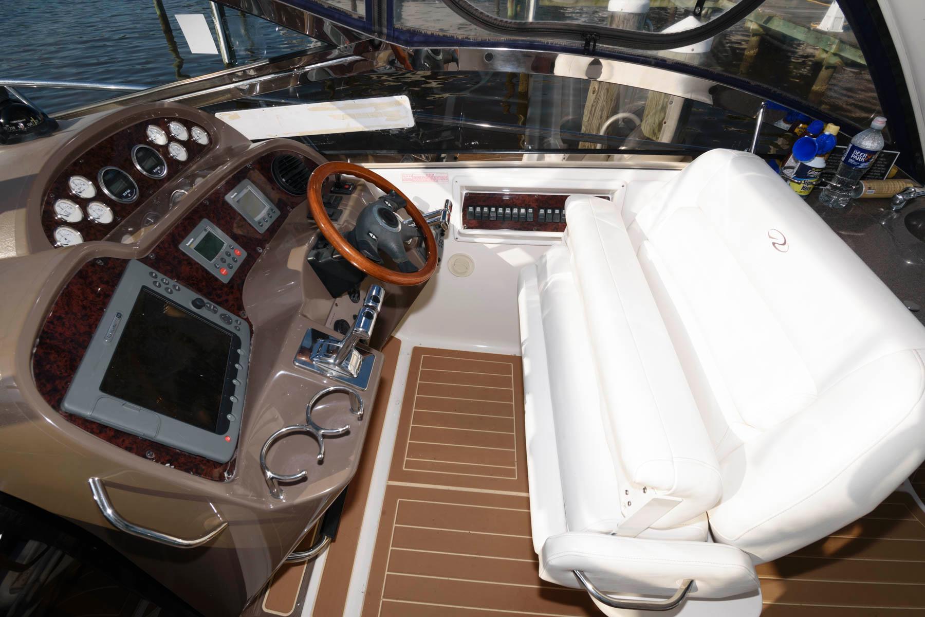 D 6220 EF Knot 10 Yacht Sales