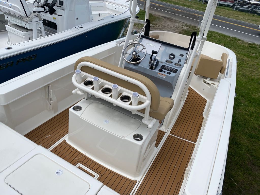 2021 Bayliner boat for sale, model of the boat is T22CC & Image # 4 of 12