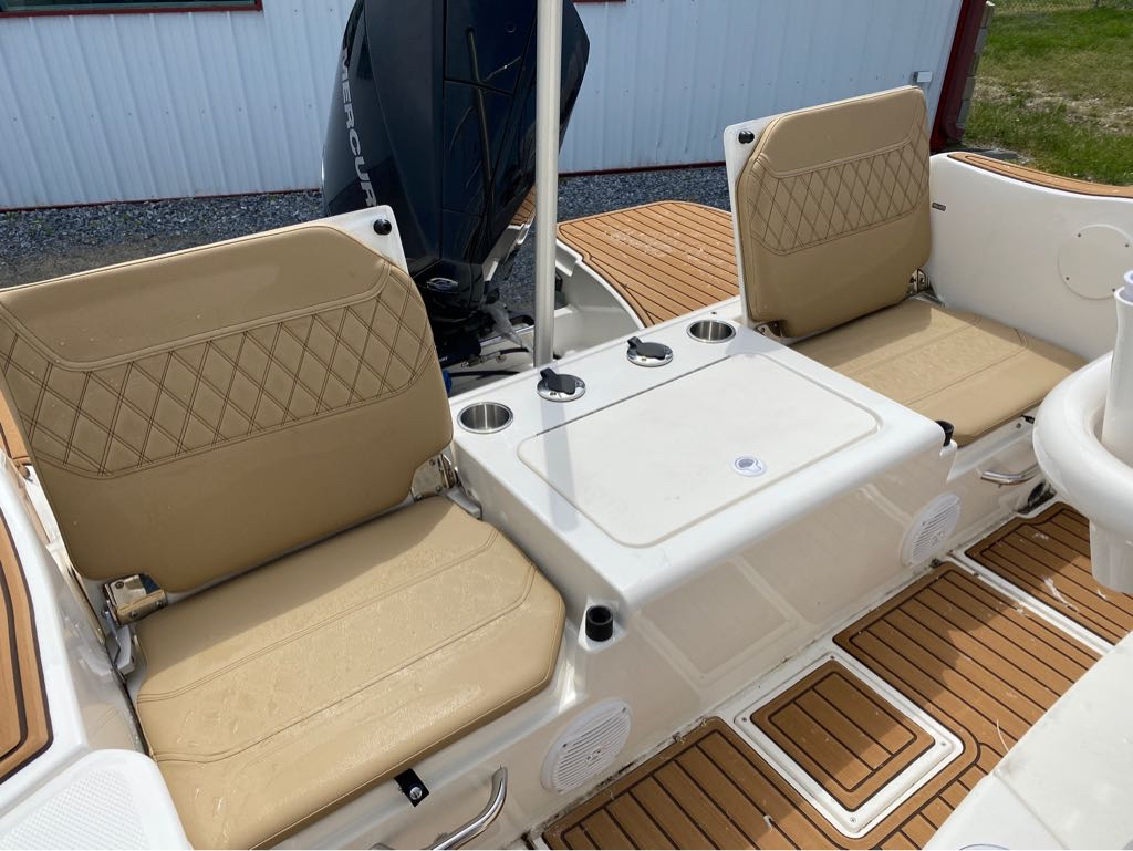 2021 Bayliner boat for sale, model of the boat is T22CC & Image # 9 of 12