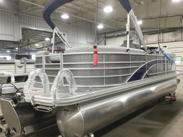 2021 Bennington boat for sale, model of the boat is 22LSR & Image # 3 of 13