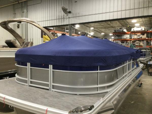 2021 Bennington boat for sale, model of the boat is 22LSR & Image # 11 of 13