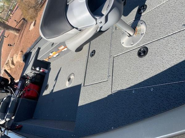 2019 Tracker Boats boat for sale, model of the boat is GV16 LAKER DLX & Image # 3 of 3