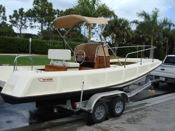 1971 Boston Whaler Outrage 210 thumbnail