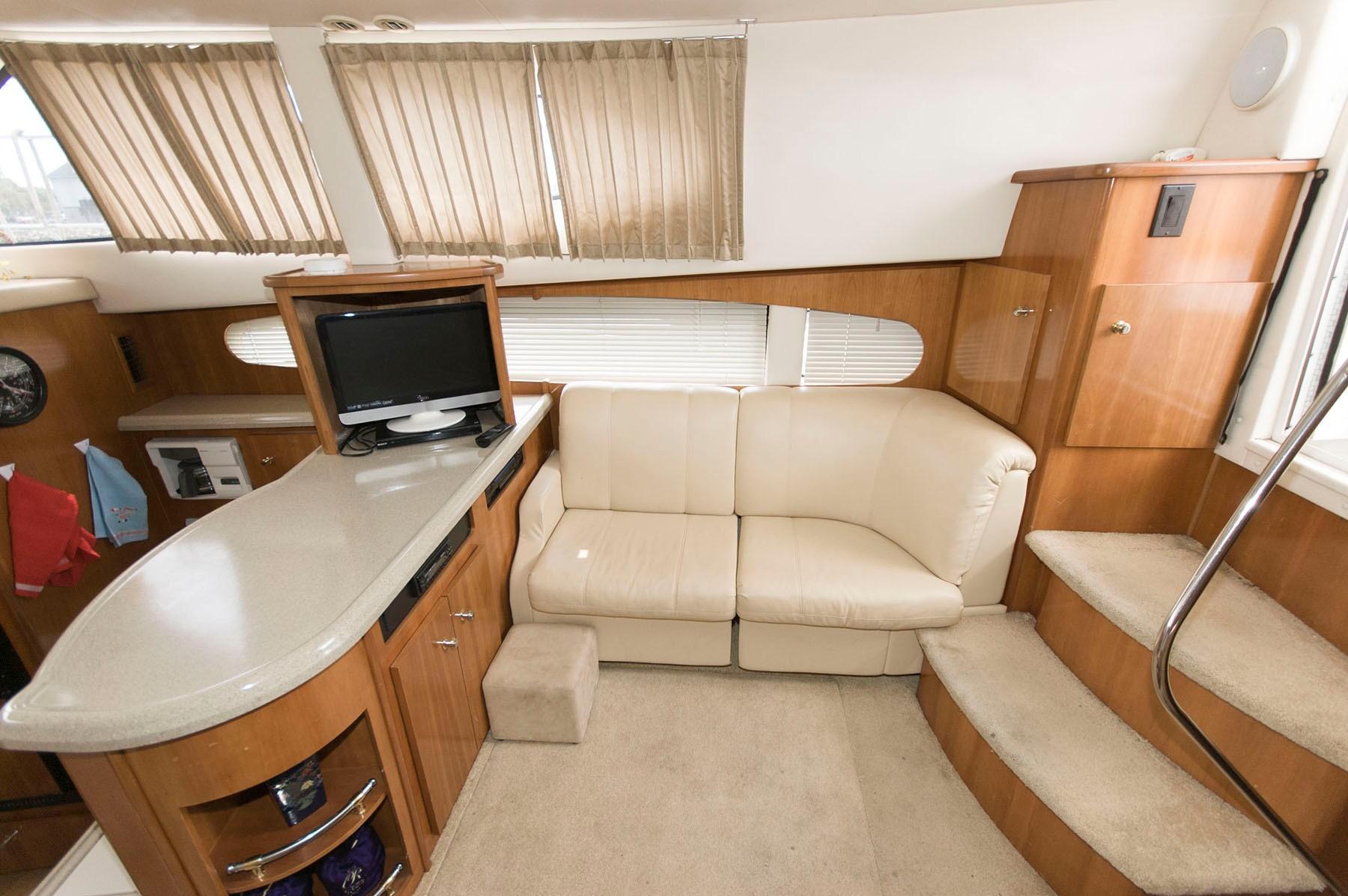 M 4890 TS Knot 10 Yacht Sales