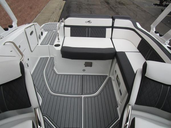 2021 Monterey boat for sale, model of the boat is M4 & Image # 13 of 40