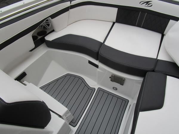 2021 Monterey boat for sale, model of the boat is M4 & Image # 32 of 40