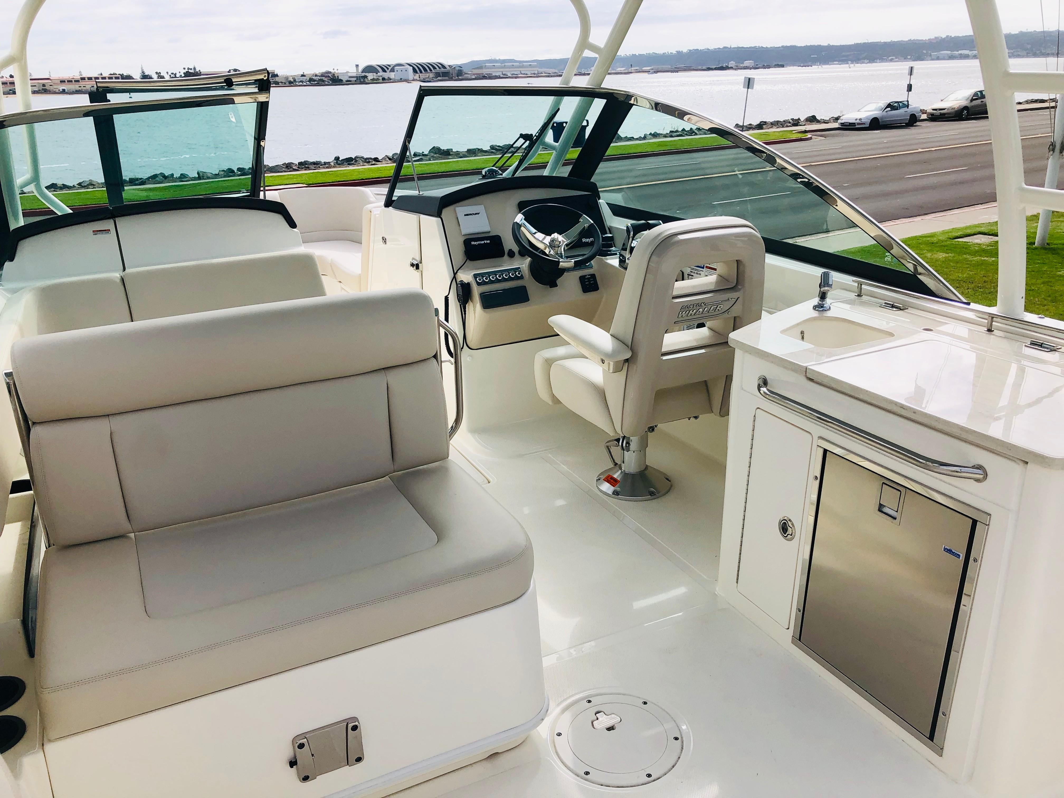 2019 Boston Whaler 270 Vantage #TB2431RM inventory image at Sun Country Coastal in San Diego
