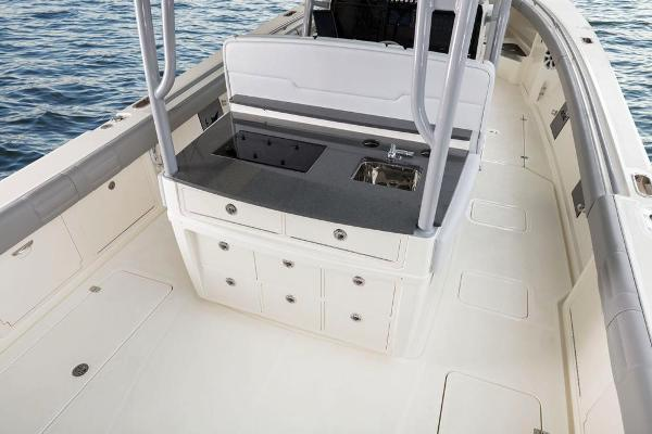 2022 Mako boat for sale, model of the boat is 414 CC & Image # 36 of 129