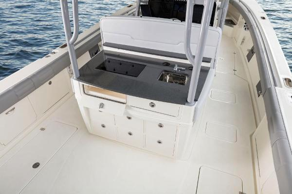 2022 Mako boat for sale, model of the boat is 414 CC & Image # 38 of 129