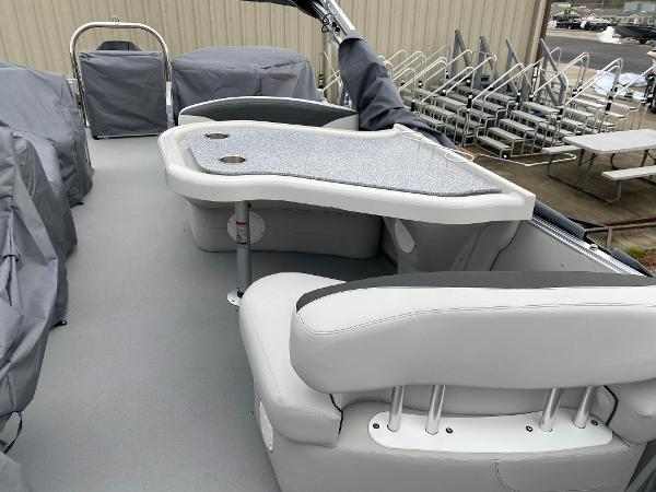 2021 Avalon boat for sale, model of the boat is 2585 Catalina Platinum Entertainer & Image # 12 of 19