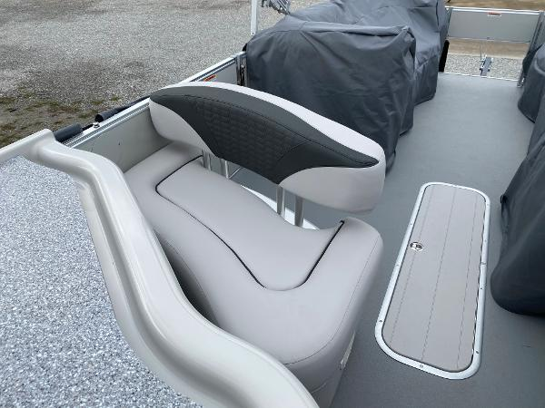 2021 Avalon boat for sale, model of the boat is 2585 Catalina Platinum Entertainer & Image # 14 of 19