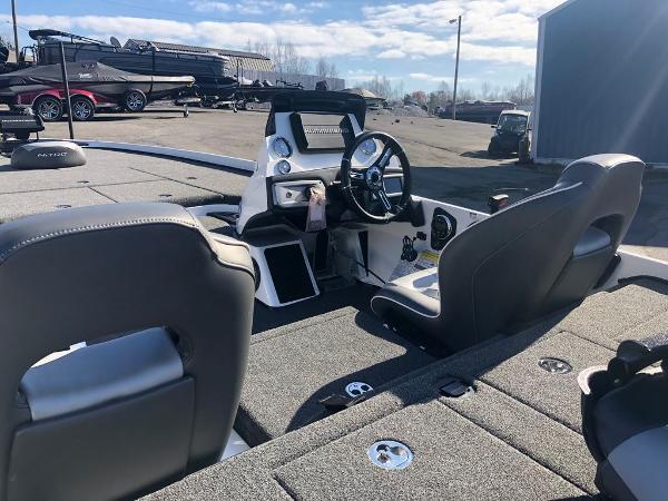 2021 Nitro boat for sale, model of the boat is Z21 & Image # 9 of 33