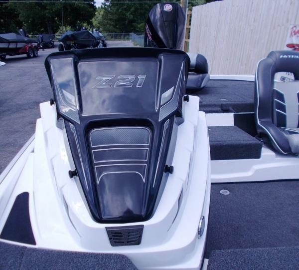 2021 Nitro boat for sale, model of the boat is Z21 & Image # 18 of 33