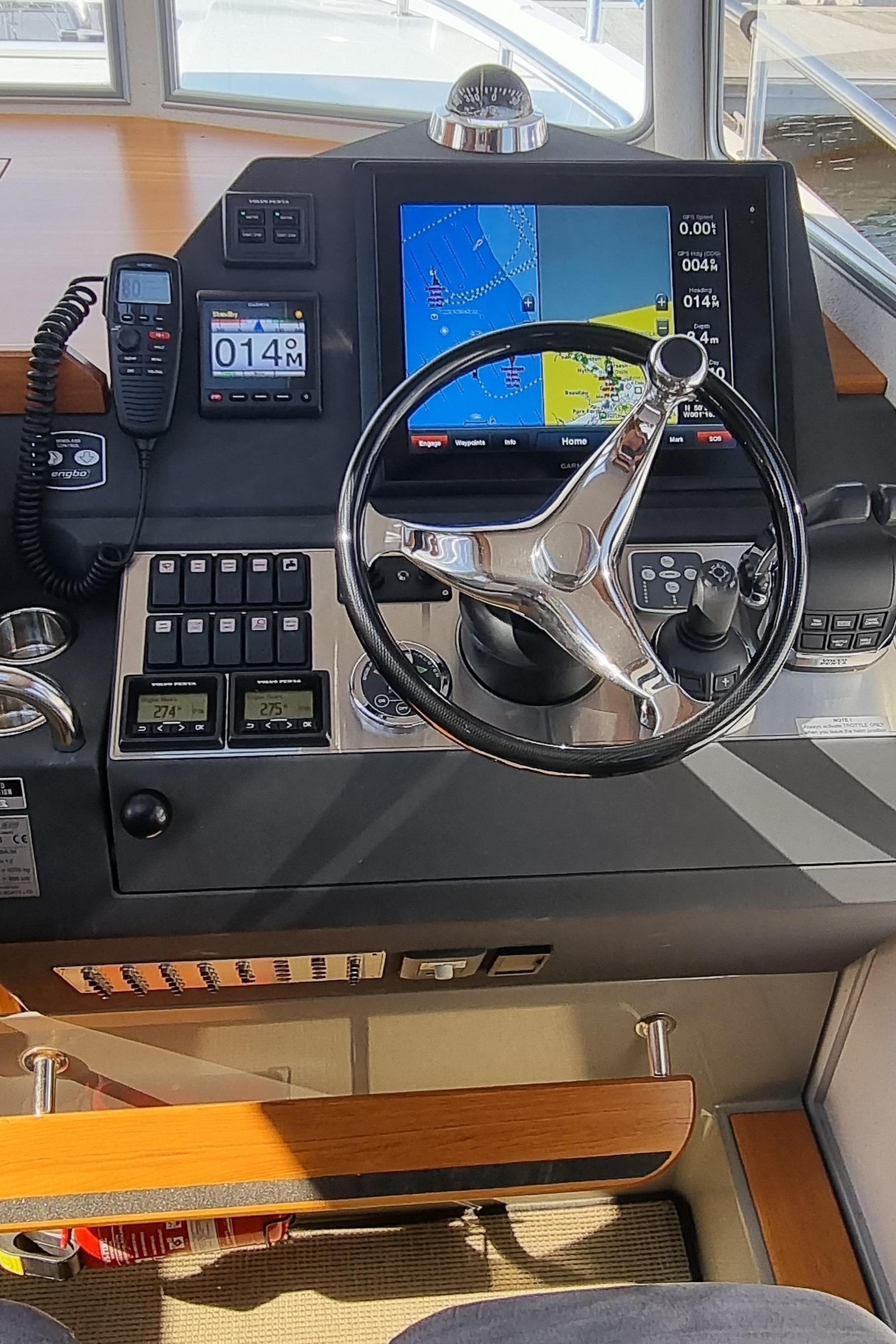 2013 Sargo 36 helm station