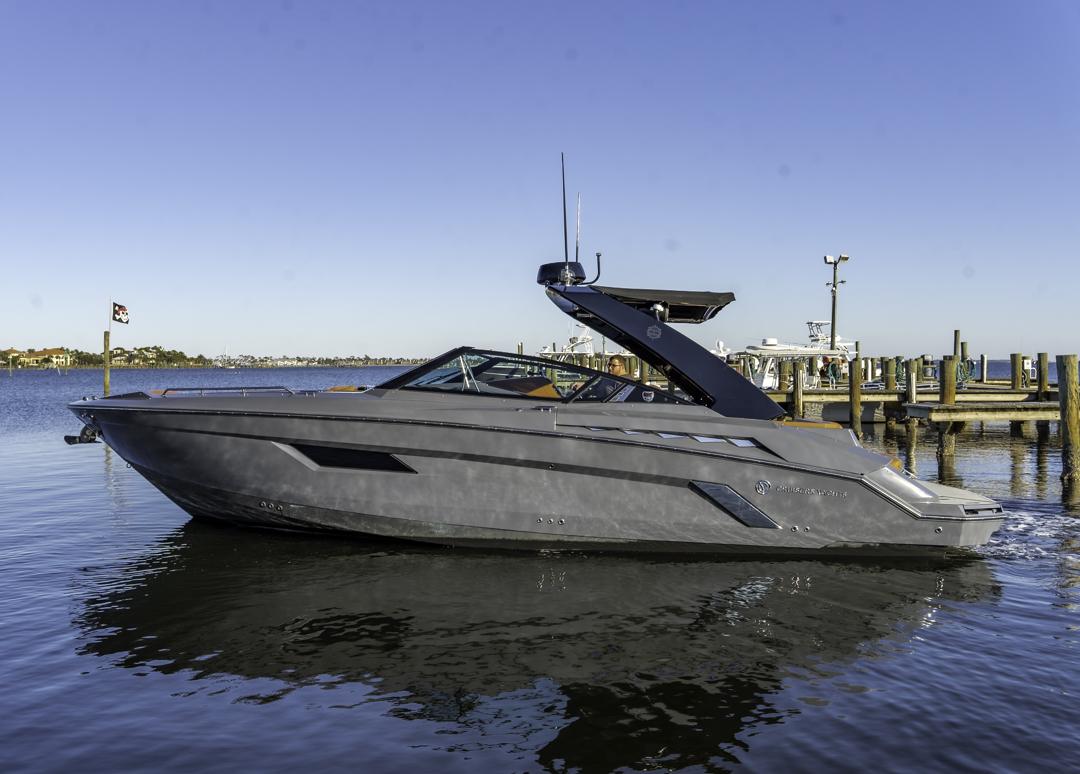 2018 Cruisers Yachts 338 South Beach Edition