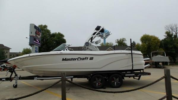 2020 Mastercraft boat for sale, model of the boat is XT23 & Image # 4 of 39