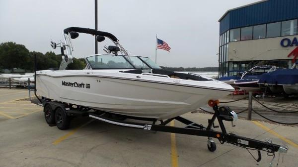 2020 Mastercraft boat for sale, model of the boat is XT23 & Image # 5 of 39