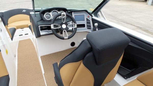 2020 Mastercraft boat for sale, model of the boat is XT23 & Image # 12 of 39