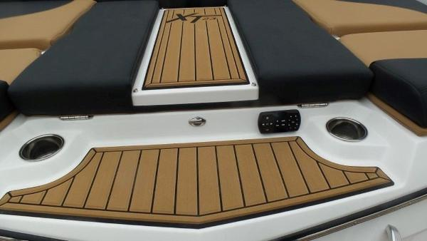 2020 Mastercraft boat for sale, model of the boat is XT23 & Image # 25 of 39