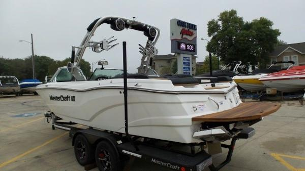 2020 Mastercraft boat for sale, model of the boat is XT23 & Image # 34 of 39