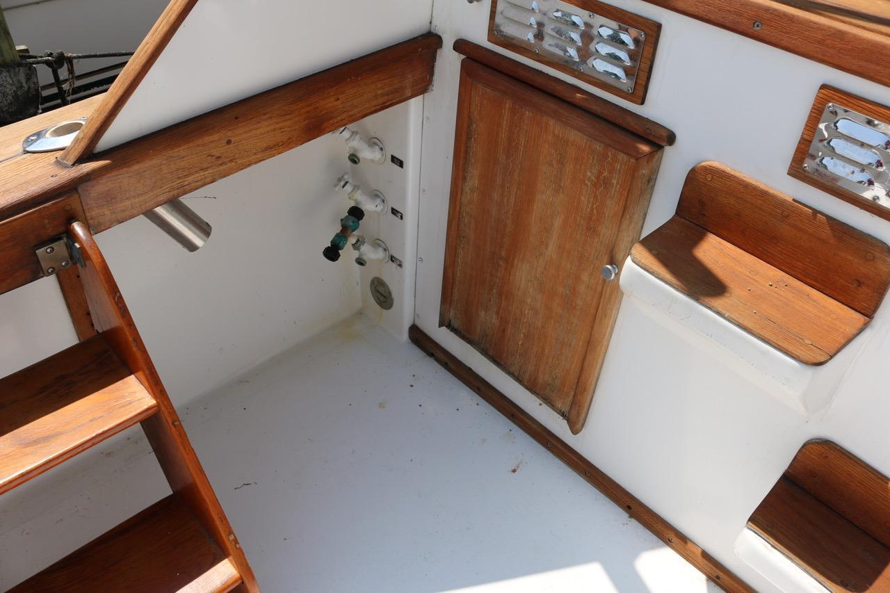 V 6253 BH Knot 10 Yacht Sales