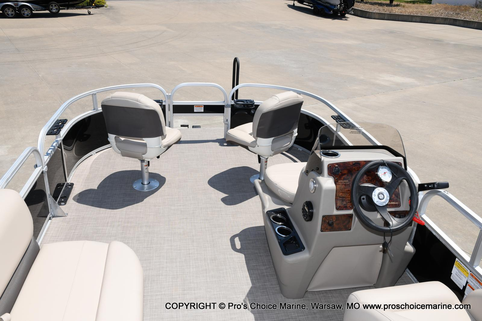 2021 Sun Tracker boat for sale, model of the boat is Bass Buggy 16 XL & Image # 10 of 43