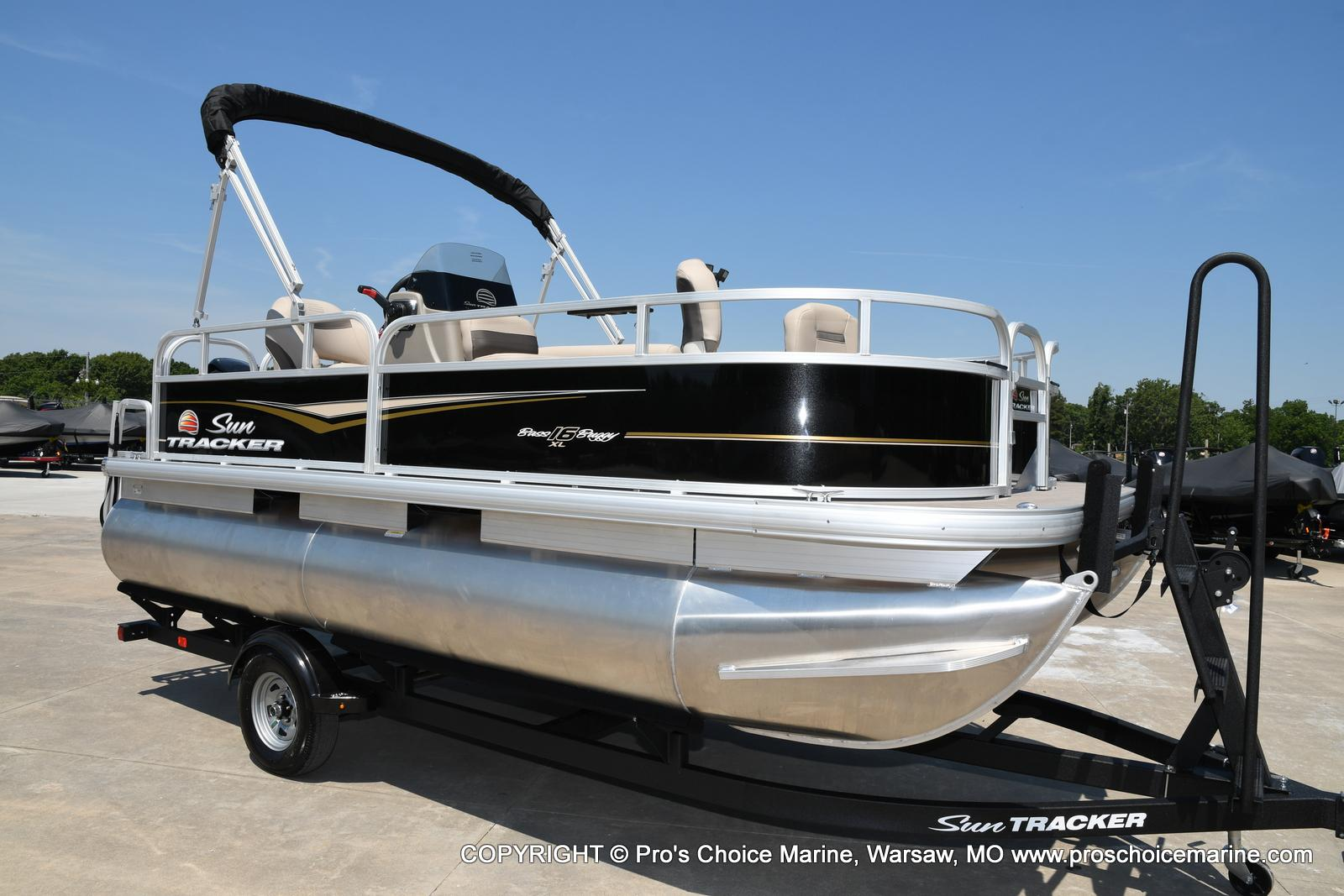 2021 Sun Tracker boat for sale, model of the boat is Bass Buggy 16 XL & Image # 2 of 43