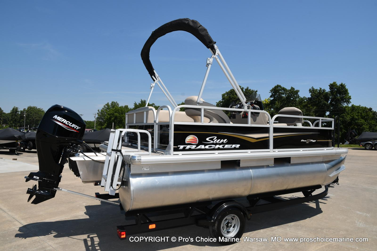 2021 Sun Tracker boat for sale, model of the boat is Bass Buggy 16 XL & Image # 3 of 43