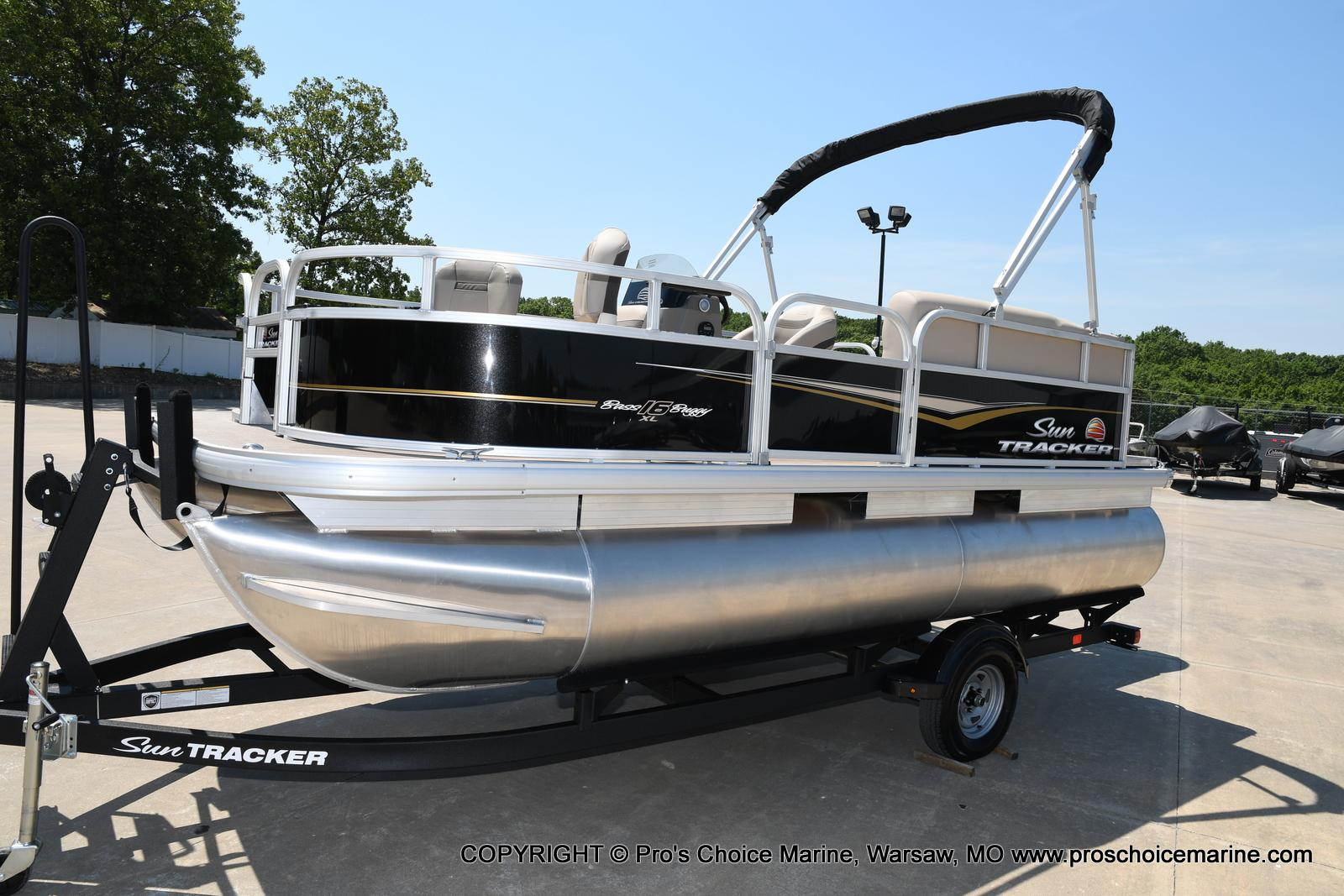 2021 Sun Tracker boat for sale, model of the boat is Bass Buggy 16 XL & Image # 4 of 43