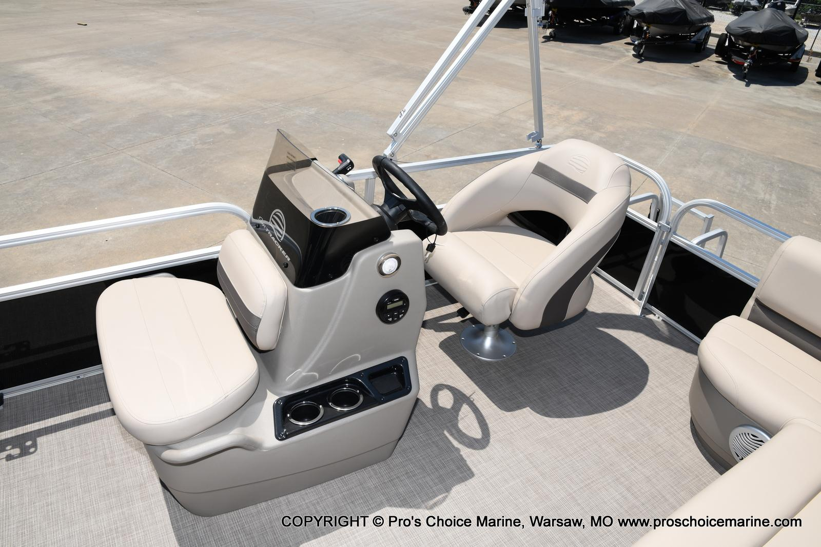 2021 Sun Tracker boat for sale, model of the boat is Bass Buggy 16 XL & Image # 7 of 43
