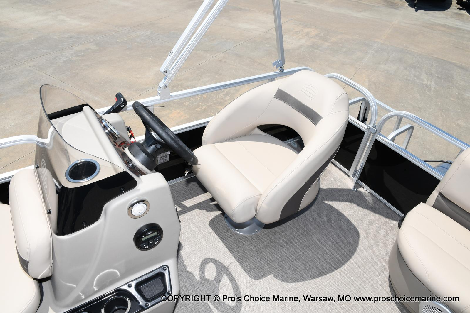 2021 Sun Tracker boat for sale, model of the boat is Bass Buggy 16 XL & Image # 8 of 43