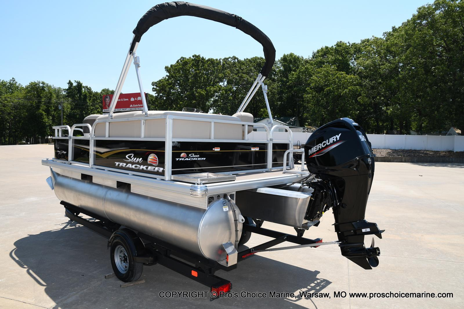 2021 Sun Tracker boat for sale, model of the boat is Bass Buggy 16 XL & Image # 14 of 43