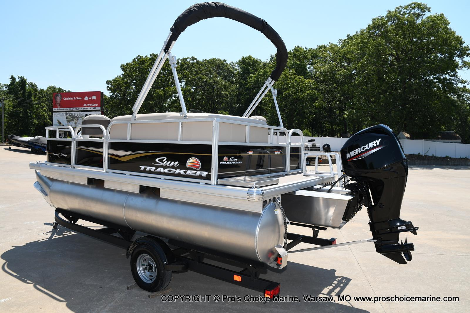 2021 Sun Tracker boat for sale, model of the boat is Bass Buggy 16 XL & Image # 15 of 43
