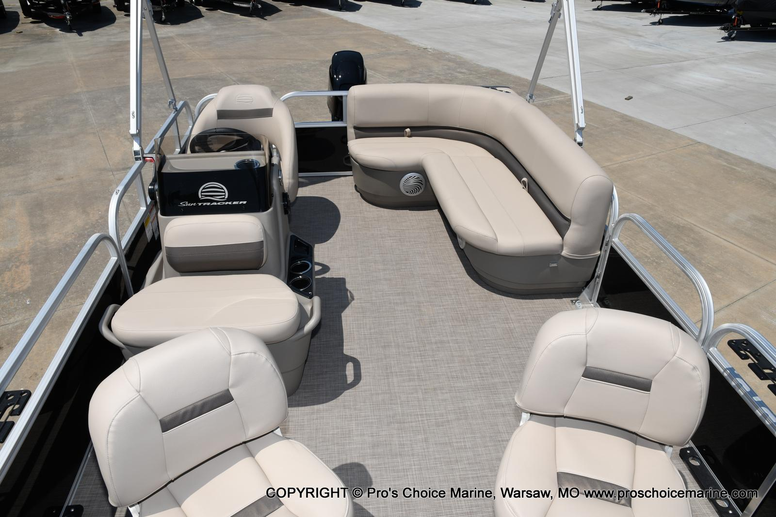 2021 Sun Tracker boat for sale, model of the boat is Bass Buggy 16 XL & Image # 16 of 43