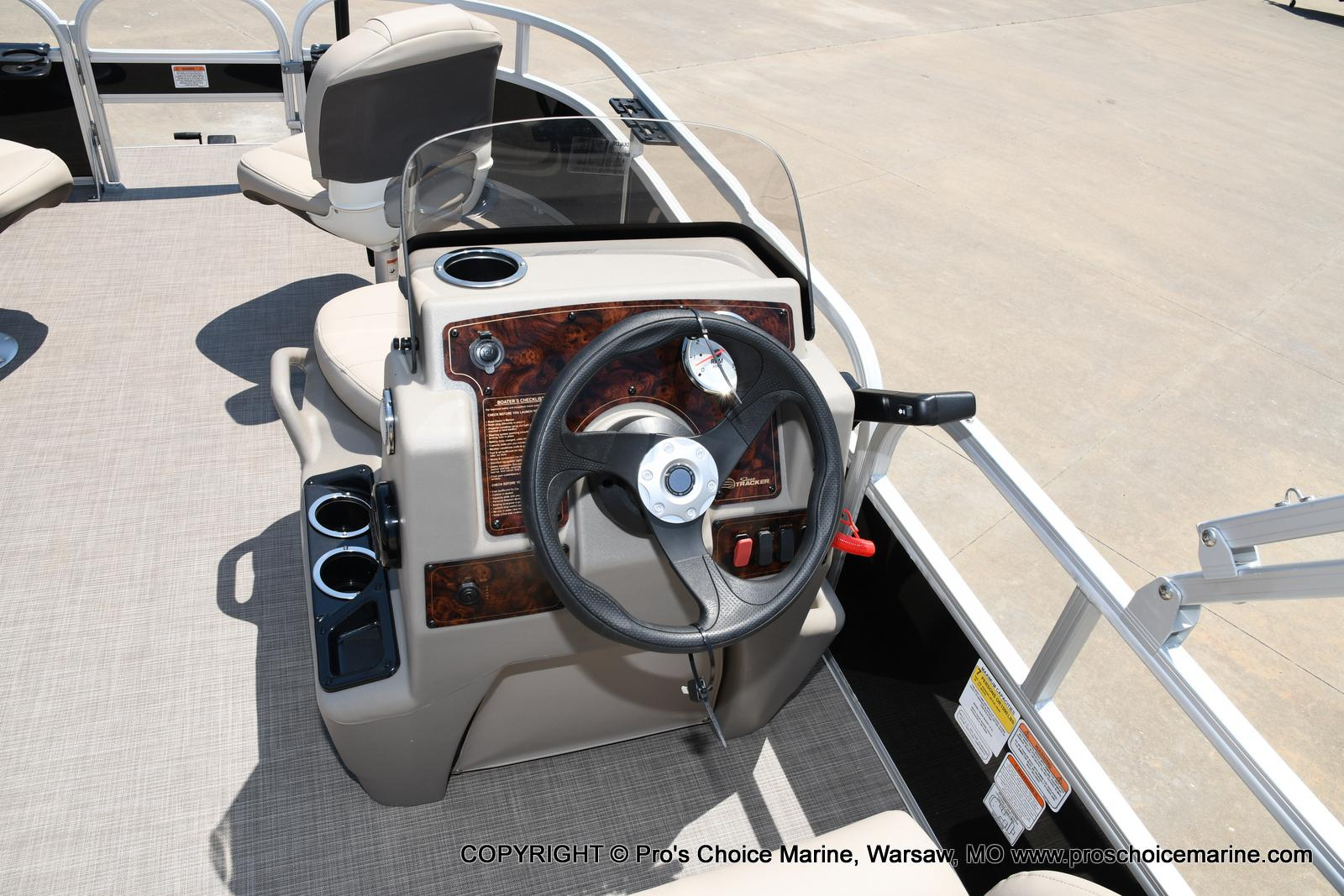 2021 Sun Tracker boat for sale, model of the boat is Bass Buggy 16 XL & Image # 21 of 43
