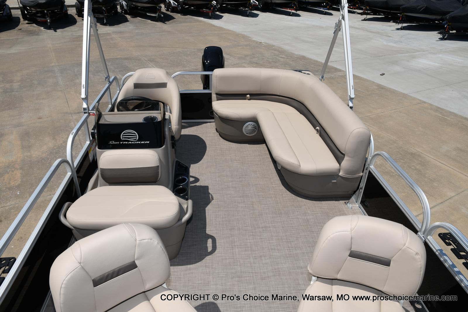 2021 Sun Tracker boat for sale, model of the boat is Bass Buggy 16 XL & Image # 27 of 43