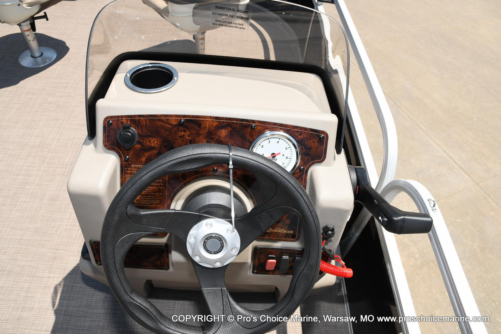 2021 Sun Tracker boat for sale, model of the boat is Bass Buggy 16 XL & Image # 28 of 43
