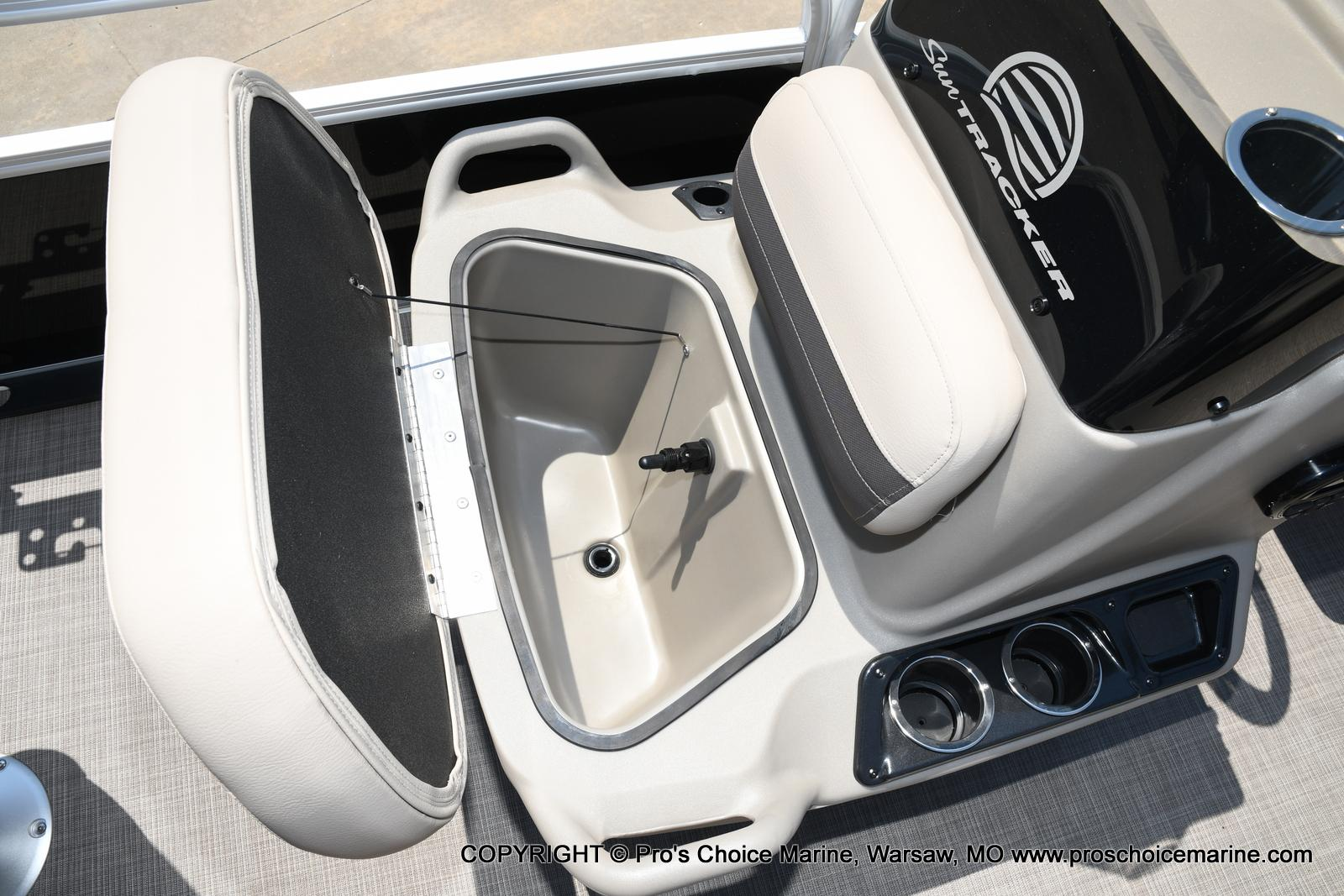 2021 Sun Tracker boat for sale, model of the boat is Bass Buggy 16 XL & Image # 42 of 43