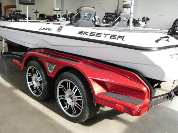 2021 Skeeter boat for sale, model of the boat is FXR20 Limited & Image # 5 of 45