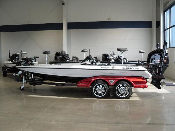 2021 Skeeter boat for sale, model of the boat is FXR20 Limited & Image # 6 of 45