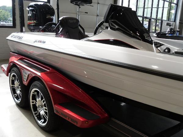 2021 Skeeter boat for sale, model of the boat is FXR20 Limited & Image # 9 of 45