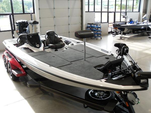 2021 Skeeter boat for sale, model of the boat is FXR20 Limited & Image # 12 of 45