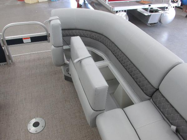 2021 Ranger Boats boat for sale, model of the boat is 220FC Fish & Cruise & Image # 5 of 23